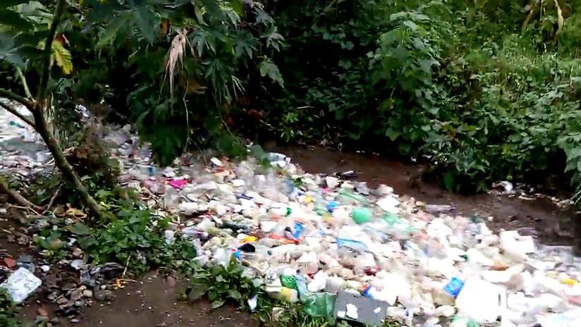 El impresionante río de basura que corre por un pueblo de Guatemala (VIDEO)