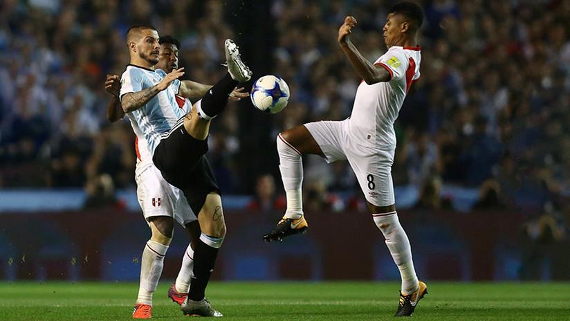 Messi mira apenado la Copa Mundial y Bruce Lee portero en Bolivia: Los mejores memes de la Conmebol