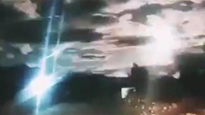 VIDEO: Una potente bola de fuego ilumina el cielo de China