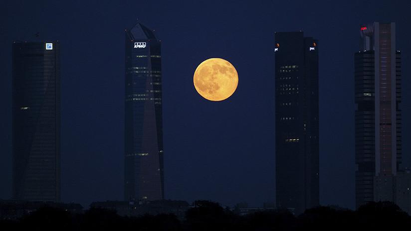 ¿Qué es lo que pasa con la Luna estos días, por qué es tan hipnótica? (VIDEO, FOTOS)
