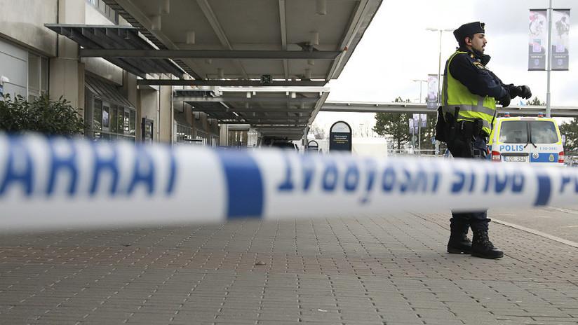 Suecia: Detienen a un joven en un aeropuerto por llevar un
