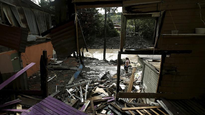 VIDEOS: Una silla 'voladora' casi impacta contra un reportero en pleno paso del huracán Nate