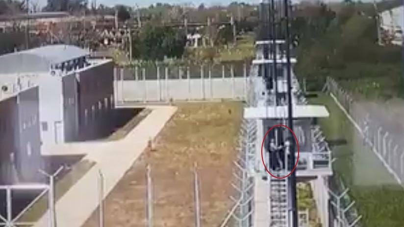 VIDEO: El momento en el que cinco presos se fugan de una cárcel argentina