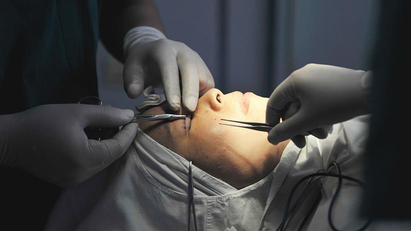 Tres mujeres irreconocibles por cirugía estética quedan varadas en aeropuerto