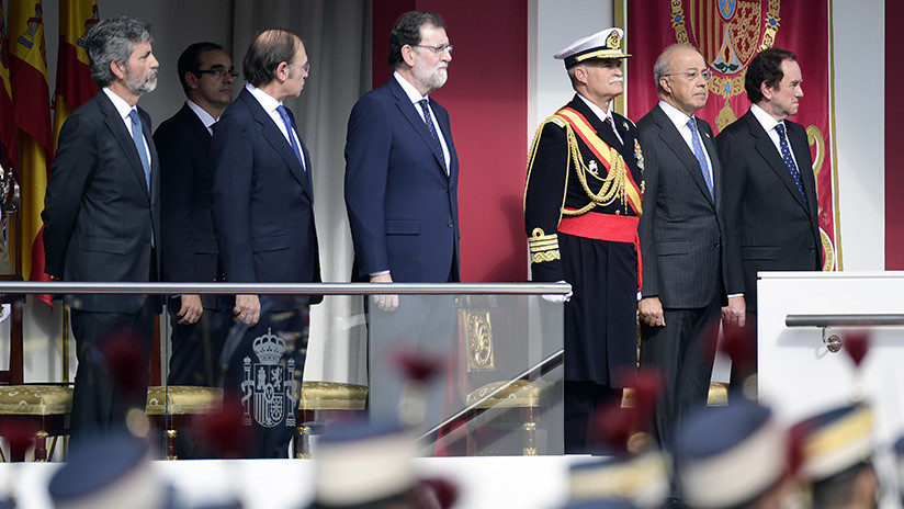Rajoy asiste al desfile del Día de la Hispanidad sin miedo a las críticas