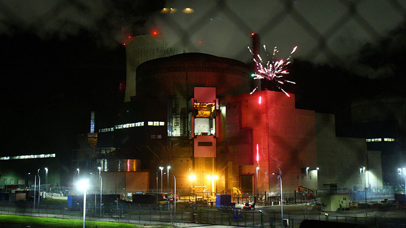 VIDEO: Activistas de Greenpeace entran en una central nuclear francesa y lanzan fuegos artificiales