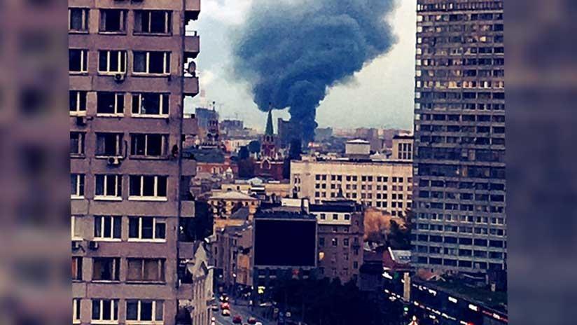 Se produce un fuerte incendio en el centro histórico de Moscú (VIDEO, FOTOS)