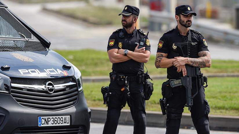La insólita respuesta de policías nacionales de España al amenazante tuit contra Cataluña (FOTO)