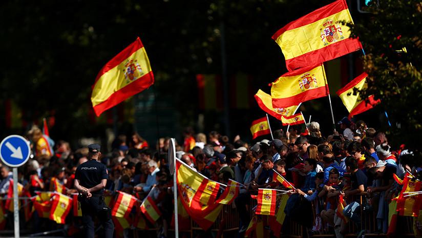 España celebra su fiesta nacional en medio de polémicas históricas y actuales
