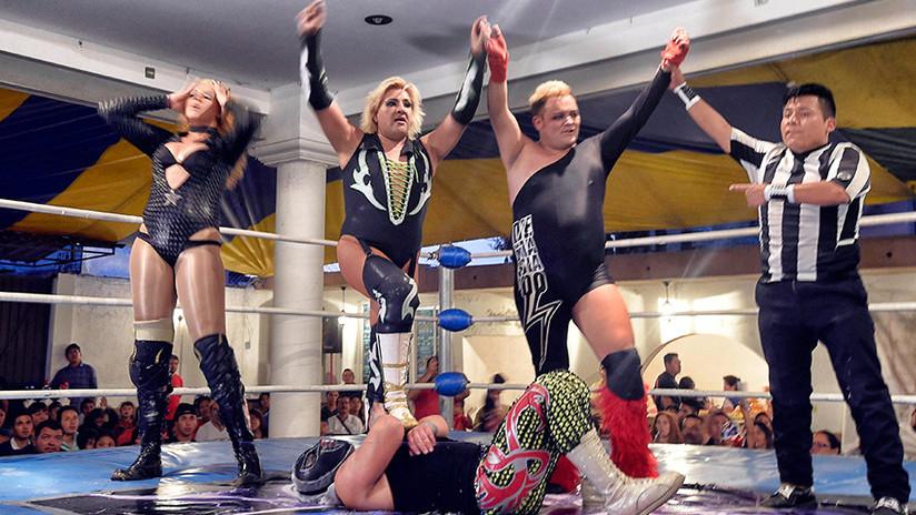 """Glamur en el ring: los """"exóticos"""" que conquistan la lucha libre en México"""