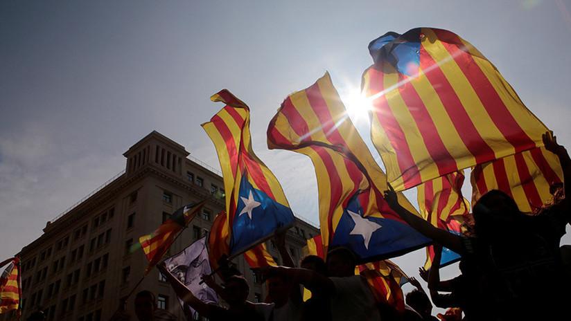 """""""¿Sí o no?"""": Madrid promete tomar acción a menos que Cataluña aclare su declaración de independencia"""