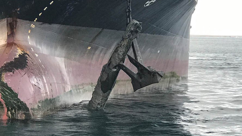 Un petrolero saca a la superficie un torpedo que había quedado clavado en el ancla (IMÁGENES)