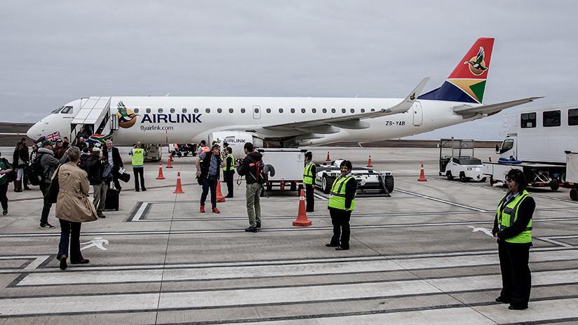 FOTOS: El aeropuerto 'más inútil del mundo' recibe su primer vuelo comercial