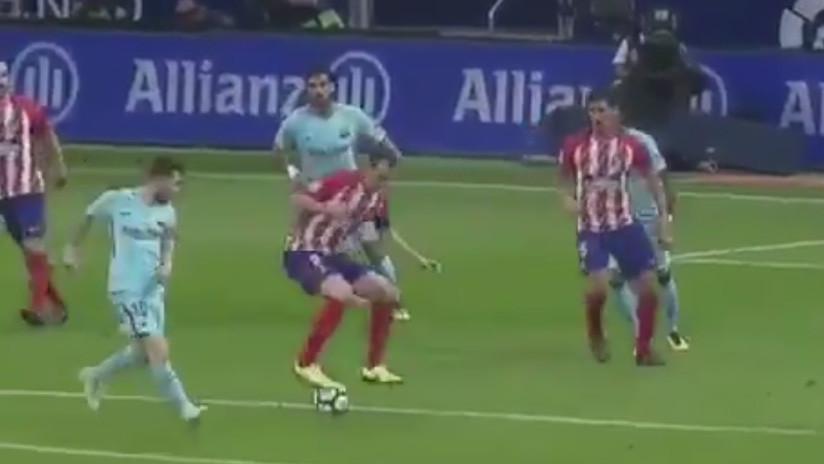 Godín imita la 'ruleta' de Zidane y deja a Messi 'con la boca abierta'