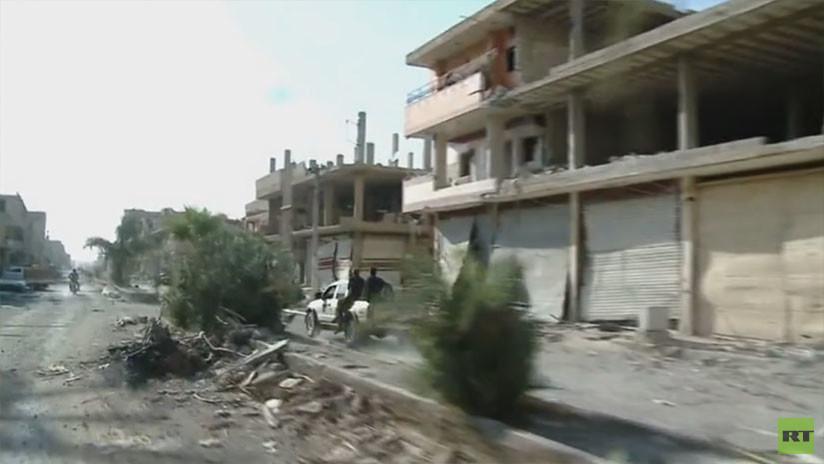 """""""Arrestaron, azotaron, torturaron"""": Así funcionaba la policía 'moral' del EI en un bastión en Siria"""