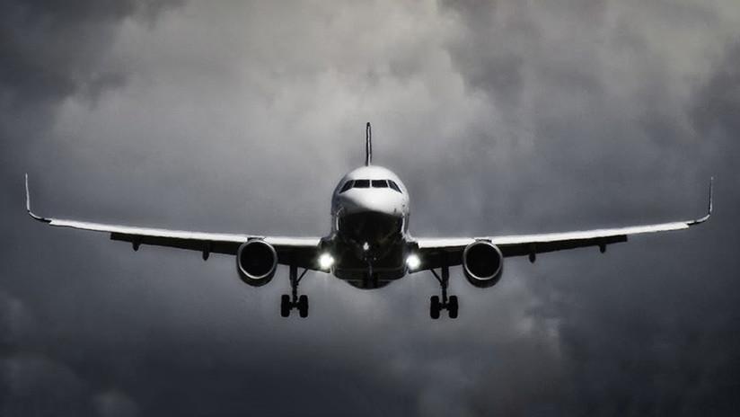 VIDEO: Un avión de pasajeros descendió 3.000 metros en apenas 9 minutos
