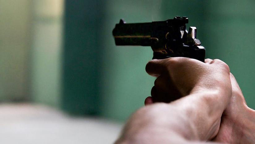 VIDEO: Ladrón intenta robar una gasolinera y acaba tiroteado (18+)