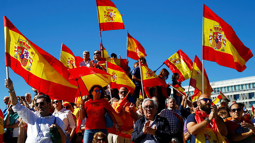 """""""¡Con el palo te voy a dar!"""": Una periodista catalana fue agredida en una protesta unionista (Video)"""