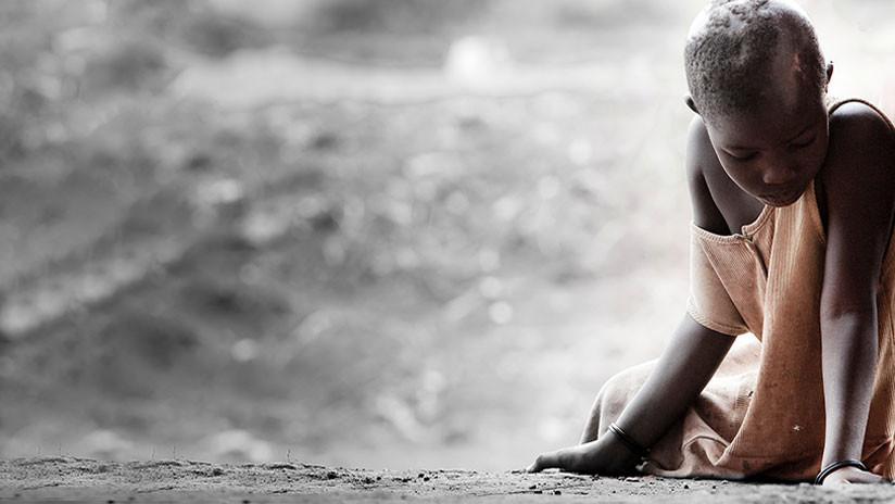 EE.UU.: Una escuela publica una foto escolar con una niña negra arrodillada y causa polémica
