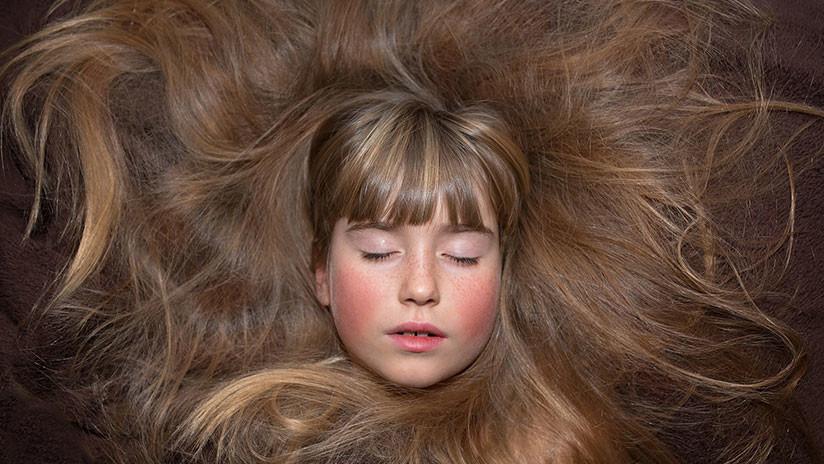 ¿Arte, magia o tomadura de pelo? El cabello 'vivo' de esta niña asombra a los internautas (VIDEO)