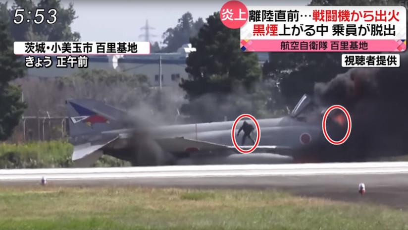 VIDEO: El dramático momento en que dos pilotos japoneses escapan de un caza en llamas