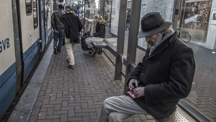 Científicos: ¡No cedan su asiento a las personas mayores en el transporte público!