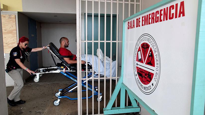 El exgobernador de Puerto Rico tuitea una foto de una cirugía alumbrada por un celular