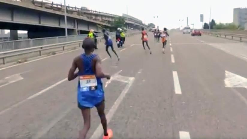 Un italiano gana el maratón de Venecia después de que los favoritos se equivocaran de ruta (VIDEO)