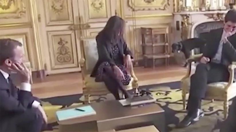 VIDEO: El perro de Macron interrumpe una reunión oficial orinando en una lujosa chimenea