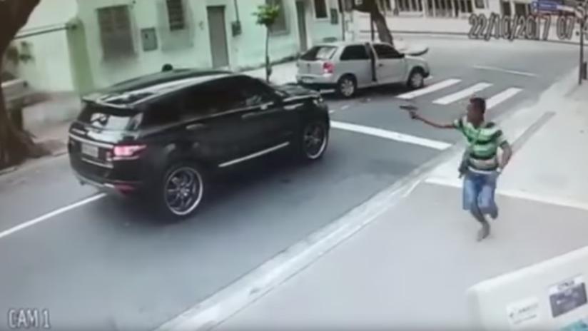 VIDEO: Violento asalto a mano armada contra un futbolista brasileño