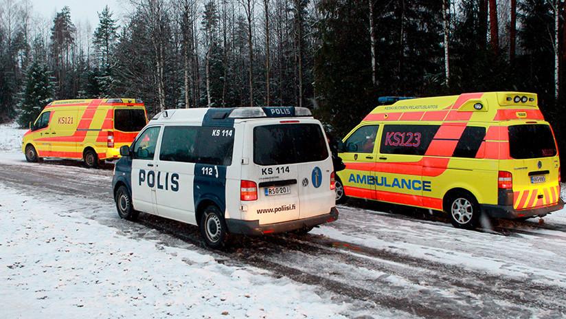 Varios muertos tras colisionar un tren con un vehículo militar en Finlandia (FOTOS)