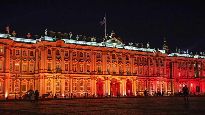 Dan cuerda al famoso reloj parado desde el momento exacto de la Revolución rusa (VIDEO)