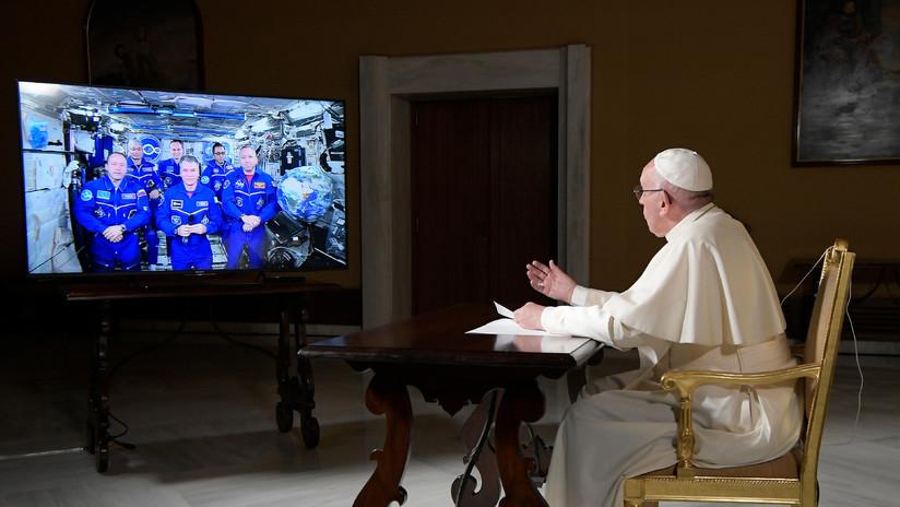 """""""Vivir sin un arriba ni un abajo"""": el papa habla con la EEI sobre el lugar del hombre en el universo"""