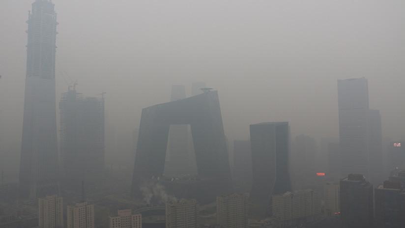 Imágenes apocalípticas desde China, donde el 'smog' envuelve ciudades y paraliza autopistas