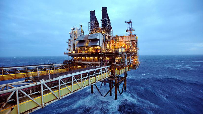El barril de petróleo Brent alcanza los 60 dólares por primera vez desde julio de 2015