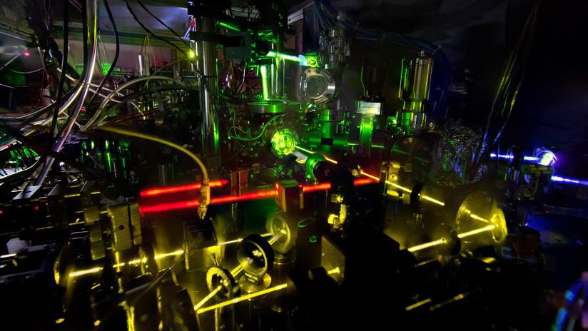 Electrones en vez de péndulos: ¿Cómo funciona un reloj atómico?