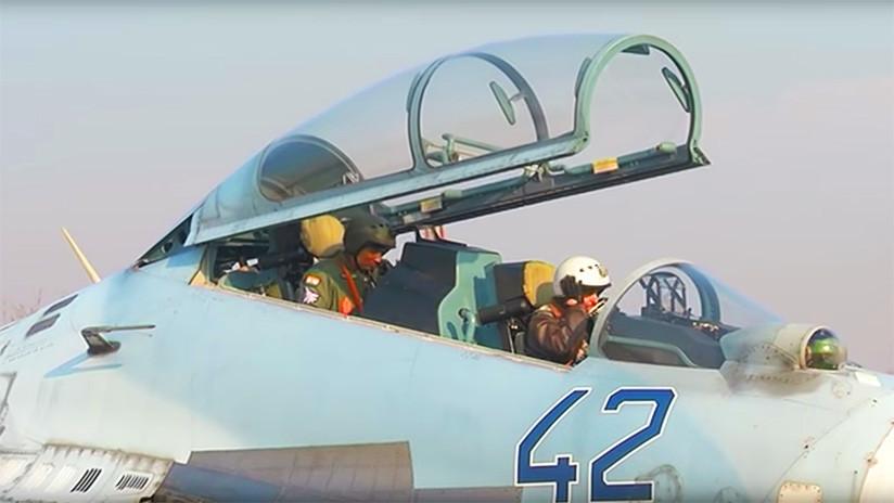 Pilotos rusos e indios vuelan juntos por primera vez cazas Su-30 en ejercicios conjuntos (VIDEO)