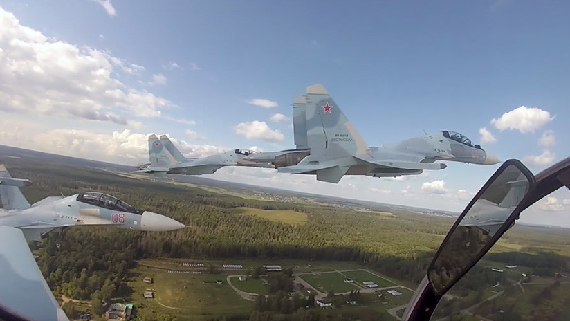 Video: Maniobras de alto pilotaje del ultramoderno caza ruso Su-30SM