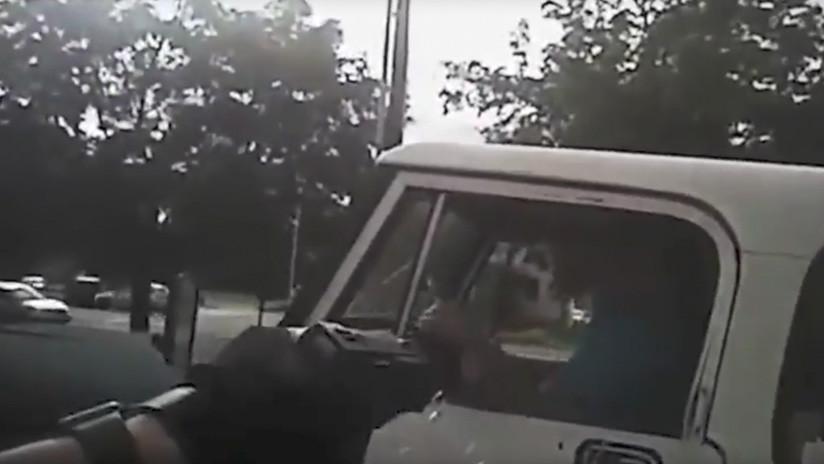'Duro de matar': Un delincuente es abatido tras atacar brutalmente a un policía (FUERTE VIDEO)