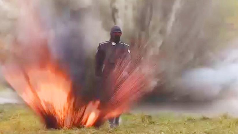 VIDEO: Una joven rusa hace frente a fuego y explosiones con un revolucionario traje blindado