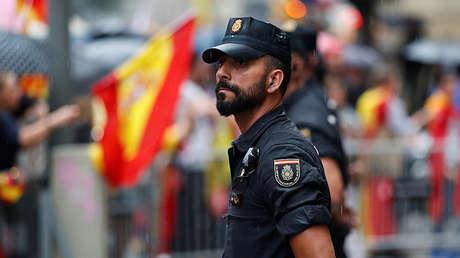 La Policía Nacional de España en la plaza Sant Jaume, Barcelona, el 30 de septiembre de 2017.