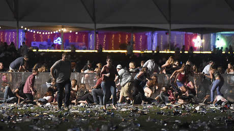 La gente intenta huir durante el ataque en un concierto en Las Vegas el 1 de octubre de 2017.