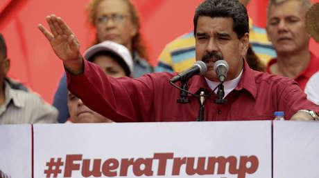 El presidente de Venezuela, Nicolás Maduro, pronuncia un discurso contra EE.UU. en un mitin en Caracas, el 14 de agosto de 2017.