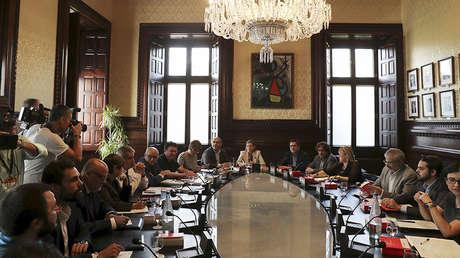 La presidenta del Parlamento catalán, Carme Forcadell, durante una reunión con los portavoces el día después del referéndum