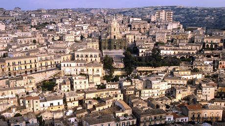 Puesta de sol en la ciudad siciliana de Modica.