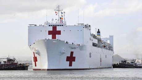 El Comando de Comando de Navegación Militar del USNS Comfort llega para ayudar a los afectados por el huracán María en San Juan, Puerto Rico, 3 de octubre de 2017
