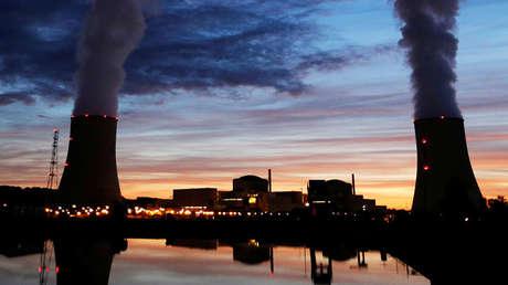 Torres de enfriamiento de la planta nuclear francesa Golfech