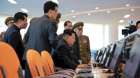 Kim Jong-un junto a la cúpula militar norcoreana.