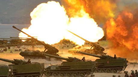 Unidades de artillería durante un simulacro por el 85.º aniversario del establecimiento del Ejército Popular de Corea del Norte, el 25 de abril de 2017.