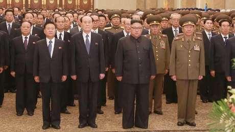 El líder norcoreano, Kim Jong-un, visita el Palacio del Sol de Kumsusan en Pionyang en esta foto sin fecha publicada por la agencia KCNA el 8 de octubre de 2017.